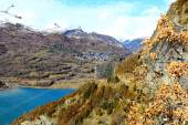 Mountains lake in Pyrenees, winter, spring — Stock Photo