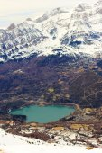 Mountains lake in Pyrenees, winter, spring — Stok fotoğraf