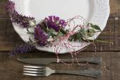 Place setting and flowers — Stock Photo