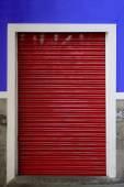 O obturador do rolo vermelho — Fotografia Stock