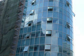 Reflection in windows of modern office building — Foto Stock