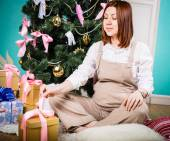 Beautiful red-haired pregnant girl — Stock Photo