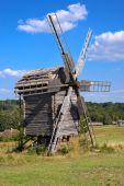 Vieux moulin à vent en bois — Photo