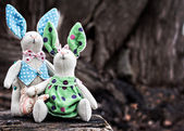 Two toy bunny in love on an old wooden surface — Stock Photo