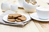 Ginger biscuits, cinnamon, a cup of hot coffee — ストック写真