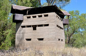 Krom River Blockhouse next to Krom River railway bridge — Stock Photo