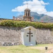 Wooden cross in front of the Castle of Good Hope — Stock Photo #72143751