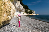 Girl chopping at chalk cliffs — Stock Photo