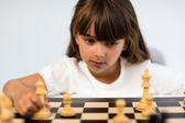 チェスをしている女の子 — ストック写真