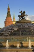 Moscow, Statue of St. George on the dome of the fountain World Clock — Foto de Stock