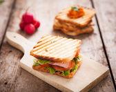 Toast Sandwich on wooden bench — Stockfoto