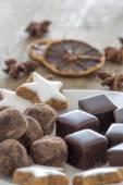 Pralines of Chocolate and marzipan and cinnamon stars — Stock fotografie