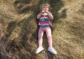 Little girl in haystack — Stock Photo
