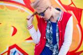 Blond girl in ghetto — Стоковое фото