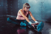 Fit woman doing stretching exercises — Stock Photo