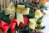 Decorate the Christmas tree. — Stock Photo