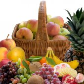 Baskets with fruit. — Stockfoto