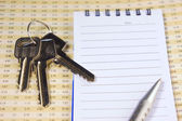 Keys on financial report — Stock Photo