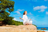 Young woman meditating — Stock Photo