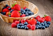 Berries on wood — Stock Photo
