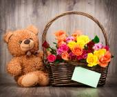 Roses and teddy bear — Stock Photo