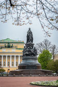 Monument of empress Catherine the Great in St. Petersburg — Stock Photo