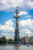 Moscow. Monument of Peter the Great by Tsereteli on the Moscow river — Stock Photo