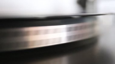 Running old gramophone turntable with black disc — Stock Video