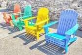 красочные адирондак стулья — Стоковое фото