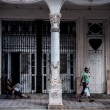 Walking on the street of Old Havana, — Stock Photo #65022465