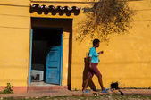 People walking in Trinidad, Cuba — Foto de Stock