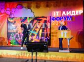 MOSCOW, RUSSIA - OCT 14, 2014: Kjell Nordstrom and Jonas Ridderstrale make speech at IT Leader conference on Oct 14, 2014 in Moscow, Russia. They are authors of bestseller book Funky Business Forever — Stockfoto