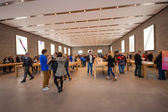 BERLIN, GERMANY - NOVEMBER 12, 2014: Buyers are shopping at Kurfuerstendamm Apple Store in Berlin, Germany on November 12, 2014 — Stock Photo