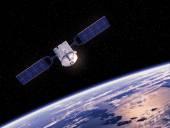 Спутник, обращающийся вокруг земли — Стоковое фото