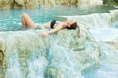 Young woman relaxing in the natural thermal waters of spa — Stock Photo