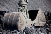 Coal loading excavator, heaps of coal — Stock Photo