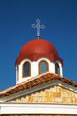 Kyrkans tak med kors — Stockfoto