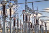 High voltage switchyard in electrical substation — Foto Stock