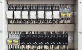Przekaźnik panel z przekaźników i przewody — Zdjęcie stockowe