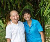 Senior couple at the park — Stock Photo