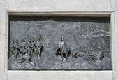 Bas relief on Guiseppe Garibaldi monument column in Lucca, Italy — Stock Photo