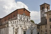 Santa Maria Forisportam Church in Lucca, Italy  — Stock Photo