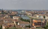 Florence cityscape with bridges over Arno river — Foto Stock