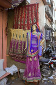 India, Rajasthan, Jaipur, March 02, 2013: Indian traditional wom — Stock Photo