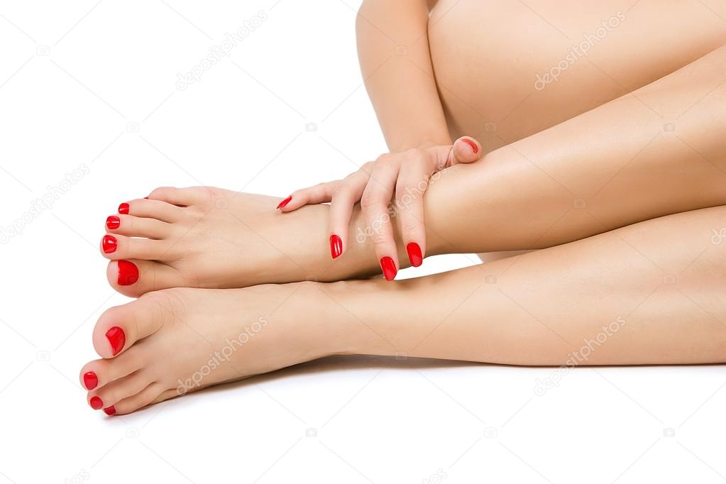 женские ножки с сексуальным педикюром