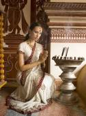 Beautiful young indian woman in traditional clothing with incens — Stock Photo