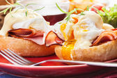 Eggs Benedict on toasted muffins with ham — Stock Photo