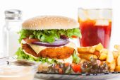 Chicken burger and glass of cola — Стоковое фото