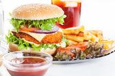 Kip hamburger en glas cola — Stockfoto