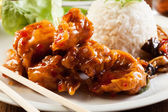 Fried chicken pieces with sweet and sour sauce — Stock Photo